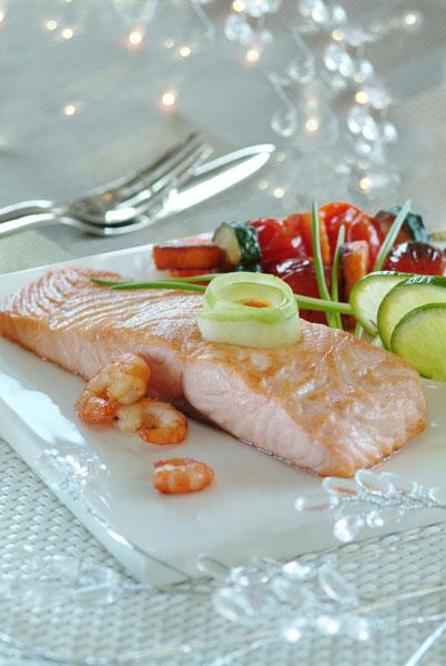 Pav de saumon r ti et sa sauce crevettes flamb e au whisky plats - Comment cuisiner un pave de saumon ...